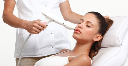 Лечение акне неодимовым лазером. Сужение пор, борьба с застойными пятнами, улучшение   трофики и цвета лица.