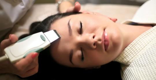 Аппаратный пилинг для гладкости и ровного сияния кожи